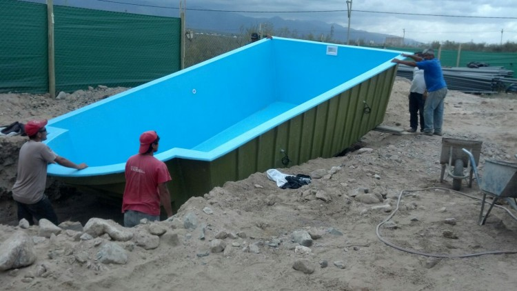 Instalaci n de piscina de fibra de vidrio de todo agua - Instalacion piscina ...